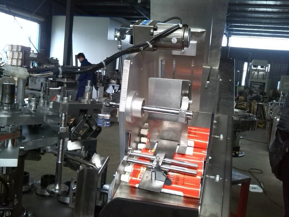 tube filling machine working