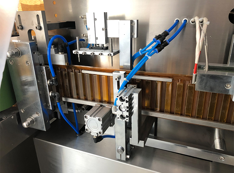 horizontal liquid filling and sealing machine products 2